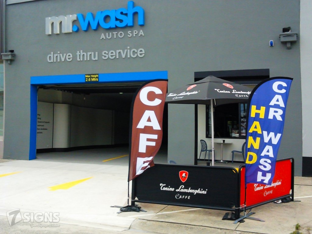 Feather Banners of Mr Wash Auto Spa