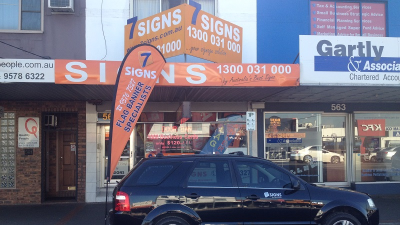 The Beginners Guide to Using Teardrop Flags and Promotional Banners in Melbourne